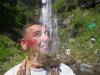 Murat yüzünü şelalede yıkıyor :)